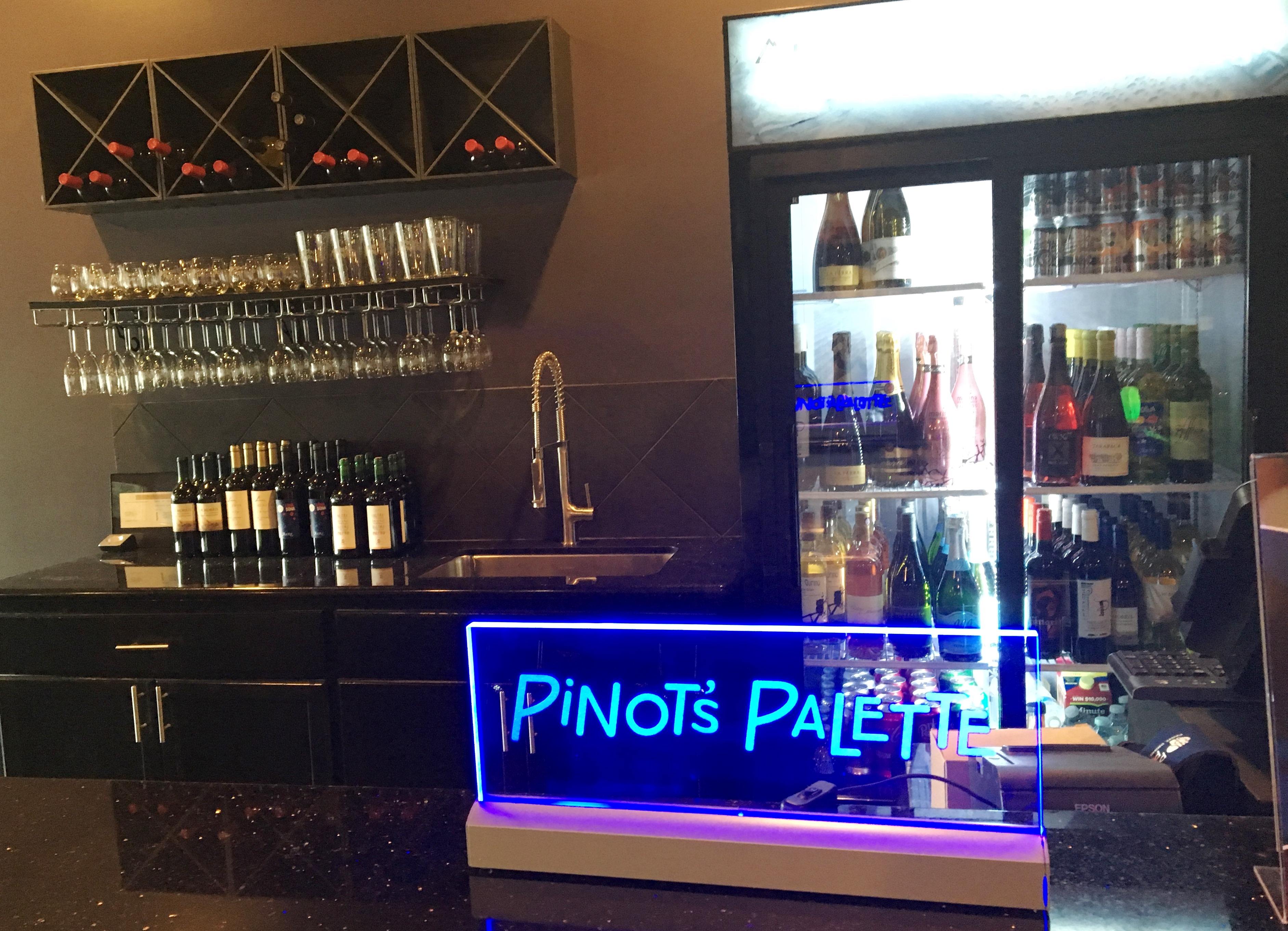 Bar at Pinot's Palette Willowbrook